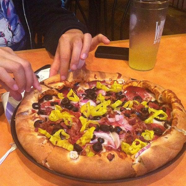 Foto diambil di Woodstock's Pizza oleh Shelly S. pada 6/2/2012