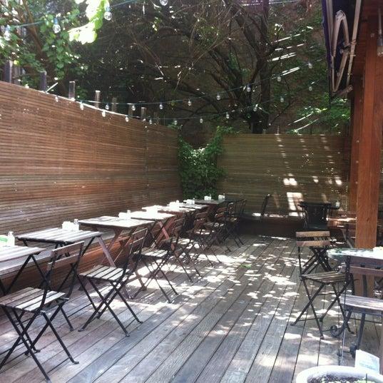7/16/2012 tarihinde Ian R.ziyaretçi tarafından Apartment 138'de çekilen fotoğraf