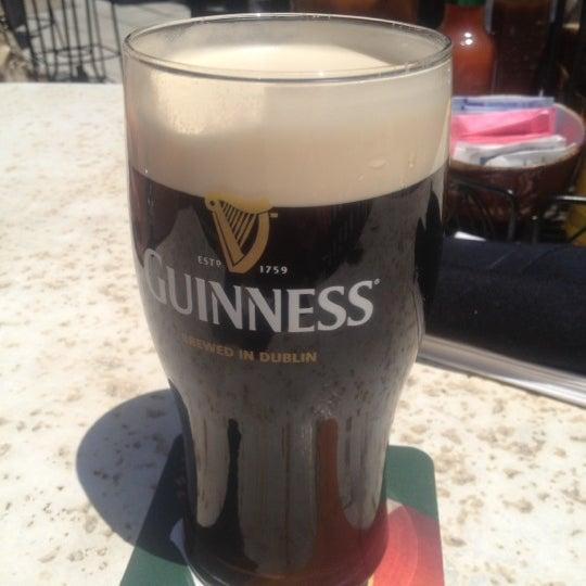 Foto tirada no(a) Tigin Irish Pub por Carol L. em 6/3/2012