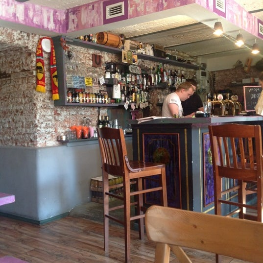 6/16/2012 tarihinde Alisa E.ziyaretçi tarafından Thistle Pub'de çekilen fotoğraf