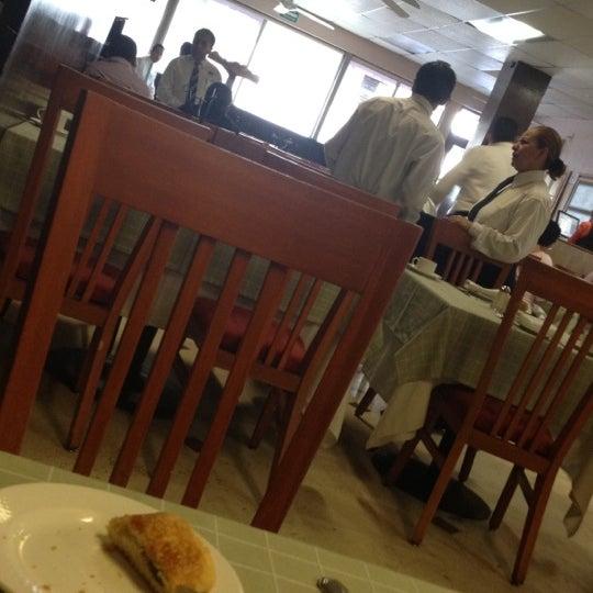Das Foto wurde bei Restaurante Nicos von Ross M. am 5/26/2012 aufgenommen