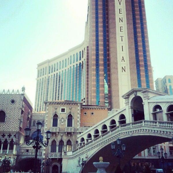 Foto tirada no(a) Venetian Resort & Casino por Mike B. em 5/23/2012