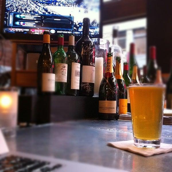 3/16/2012にSteve G.がLes Zygomates Wine Bar Bistroで撮った写真