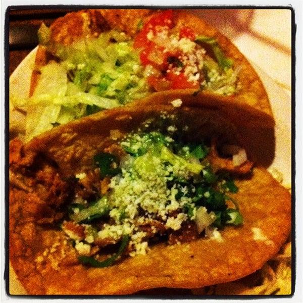 รูปภาพถ่ายที่ Cafe Coyote โดย Leslie F. เมื่อ 11/30/2011