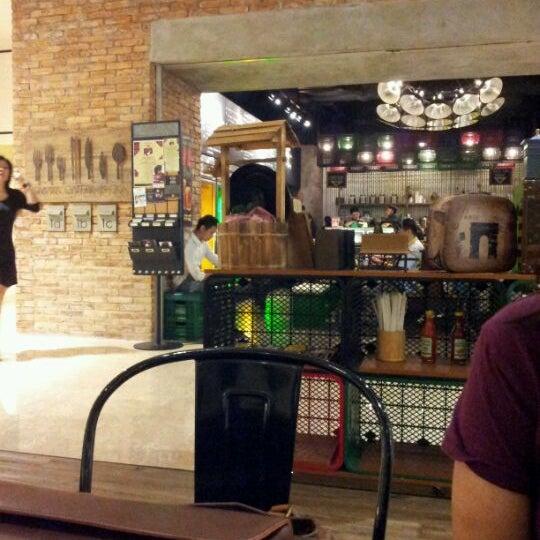 Das Foto wurde bei The People's Cafe von Mul H. am 4/14/2012 aufgenommen