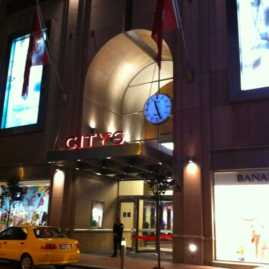 Das Foto wurde bei City's Nişantaşı von Ufuk B. am 5/7/2012 aufgenommen