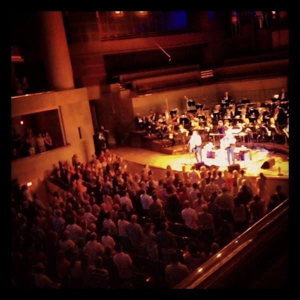 Foto tirada no(a) Morton H. Meyerson Symphony Center por Michelle M. em 8/30/2012