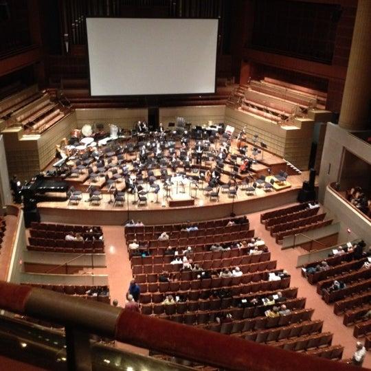 Foto tirada no(a) Morton H. Meyerson Symphony Center por Rebecca B. em 5/20/2012