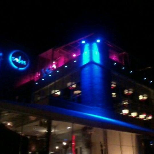 Снимок сделан в Solas Lounge & Rooftop Bar пользователем Ricardo C. 10/22/2011