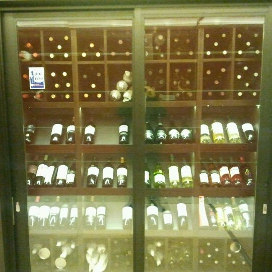 Foto diambil di My Suites Boutique Hotel & Wine Bar Montevideo oleh Agustín B. pada 10/4/2011