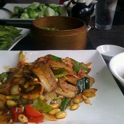 Foto scattata a Koi Fine Asian Cuisine & Lounge da Cj D. il 6/12/2012
