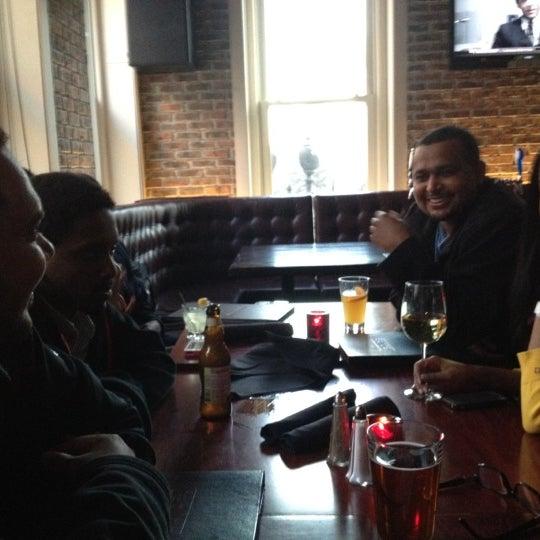 Das Foto wurde bei Redline von Solomon G. am 3/9/2012 aufgenommen