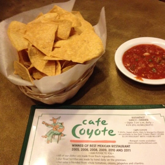 Foto tomada en Cafe Coyote por Lauren B. el 2/25/2012