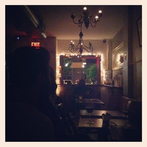 รูปภาพถ่ายที่ The West—Coffeehouse & Bar โดย Theo C. เมื่อ 6/7/2012