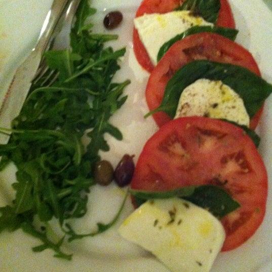 Foto scattata a Menomalé Pizza Napoletana da Alison C. il 5/6/2012