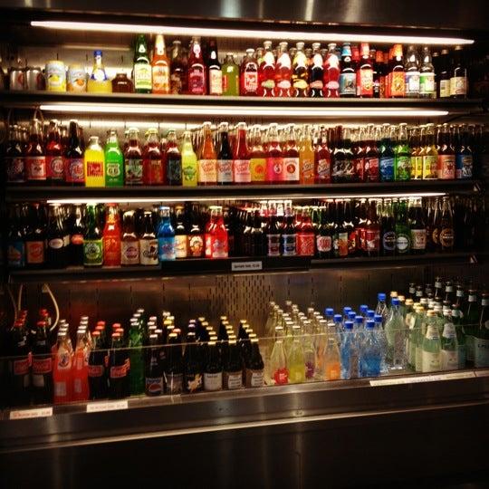 Das Foto wurde bei Soda Pop's von Ben L. am 11/10/2011 aufgenommen