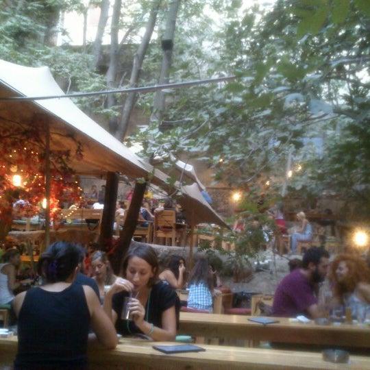 8/22/2012 tarihinde Nikolas M.ziyaretçi tarafından six d.o.g.s'de çekilen fotoğraf