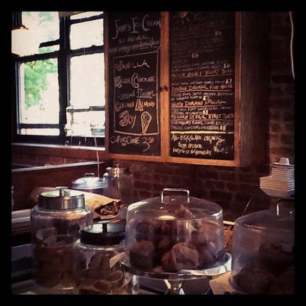 Foto tomada en Indian Road Café por Diego N. el 5/19/2012
