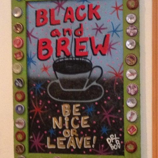 Foto tirada no(a) Black & Brew por Britt M. em 9/4/2012