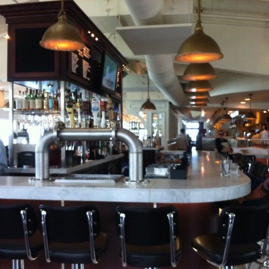 Foto tomada en Harbor House por Joe N. el 9/1/2012