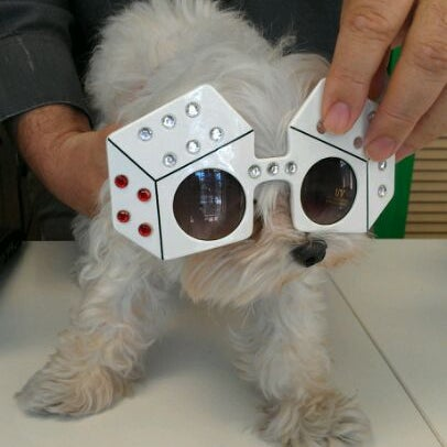 Photo prise au Smith's Opticians par Joanne W. le10/4/2011