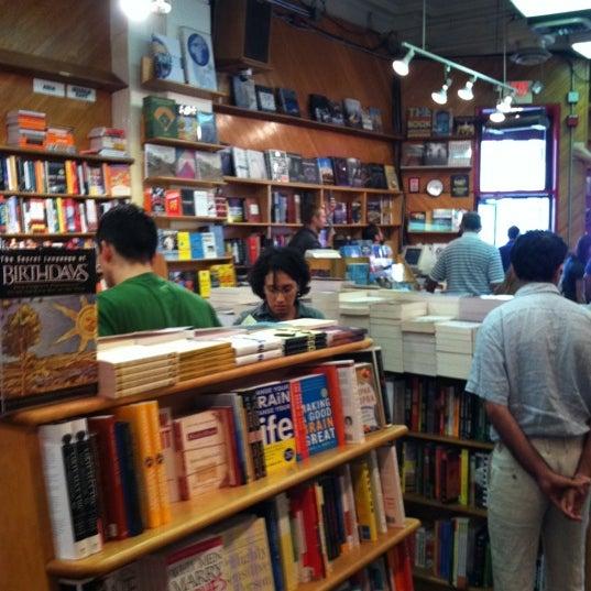 Photo prise au Kramerbooks & Afterwords Cafe par henry t. le8/13/2011