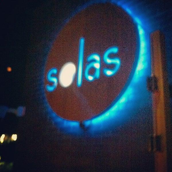 Снимок сделан в Solas Lounge & Rooftop Bar пользователем Donovan F. 5/20/2012