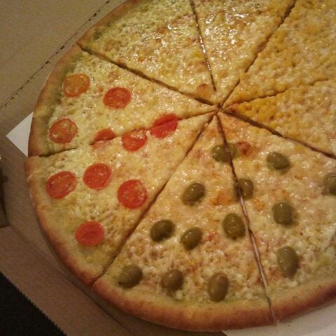 Foto tirada no(a) Giuseppe Pizza por Michal Hakabuk W. em 12/4/2011