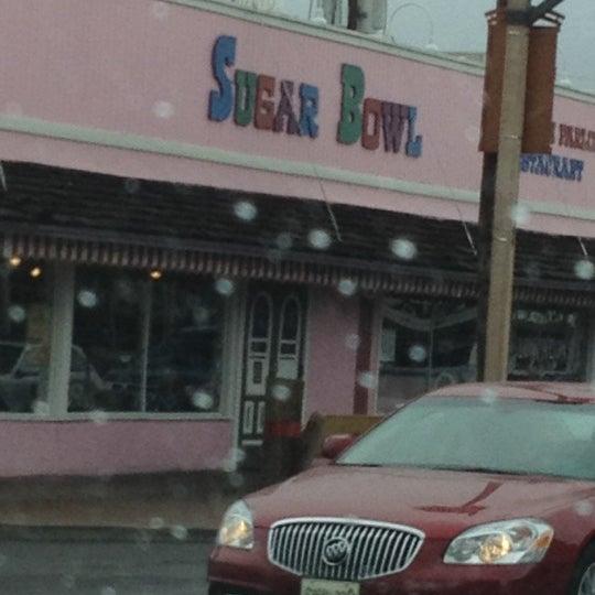 Снимок сделан в Sugar Bowl Ice Cream Parlor Restaurant пользователем Mariely B. 3/18/2012
