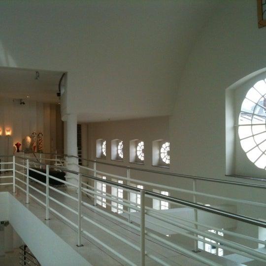 รูปภาพถ่ายที่ Design Museum Gent โดย Jan D. เมื่อ 11/5/2011