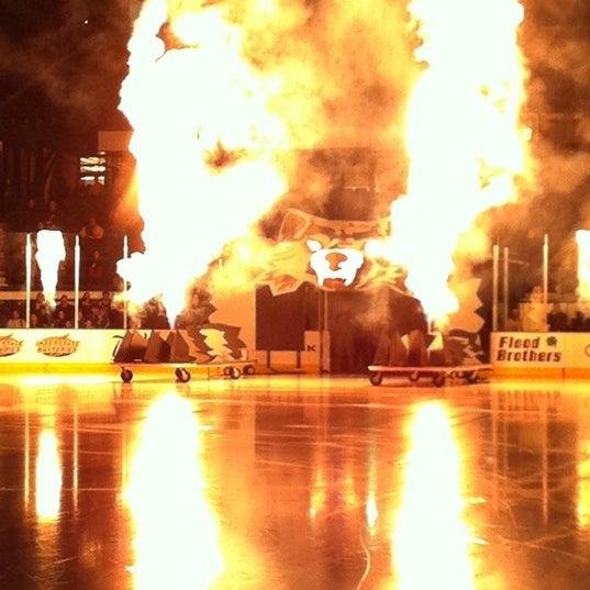 รูปภาพถ่ายที่ Allstate Arena โดย Jenny M. เมื่อ 2/10/2011