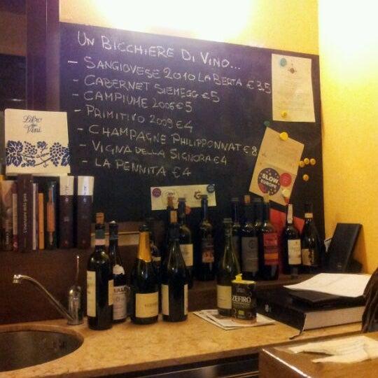 Foto scattata a Enoteca Don Abbondio da Lorenzo U. il 1/24/2012