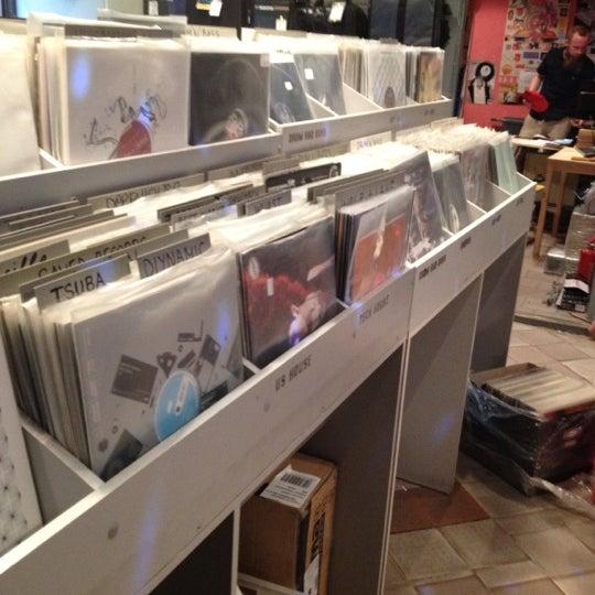 8/16/2012에 Даниил К.님이 Baza Record Shop에서 찍은 사진