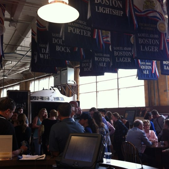 Photo prise au Samuel Adams Brewery par Lindsay H. le5/18/2012