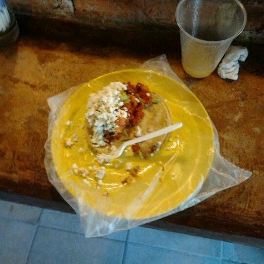 รูปภาพถ่ายที่ Tacos Gus โดย Gustavo R. เมื่อ 3/1/2012