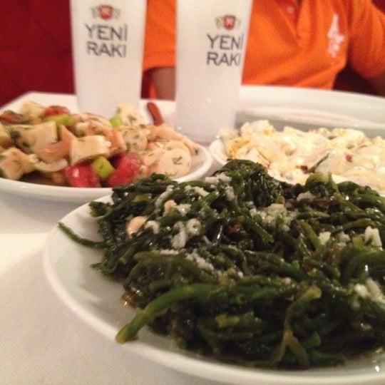 Foto scattata a Neighbours Restaurant da Fatih il 7/21/2012