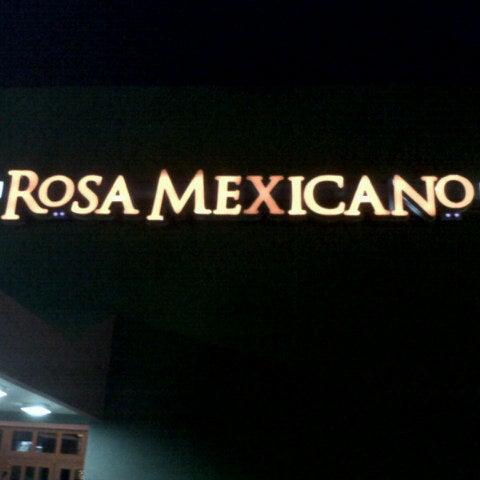 Foto tirada no(a) Rosa Mexicano Panamá por Maria Jose A. em 8/16/2012
