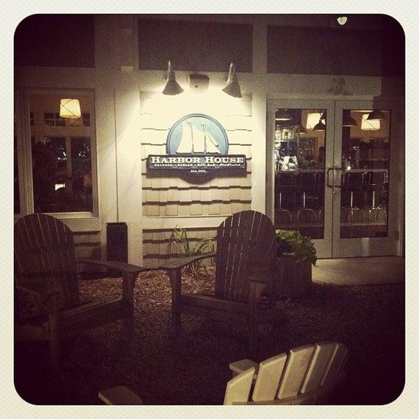 Foto tomada en Harbor House por April-Marie I. el 8/13/2012