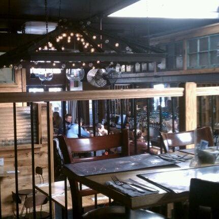 2/18/2012 tarihinde Michael B.ziyaretçi tarafından Two Door Tavern'de çekilen fotoğraf
