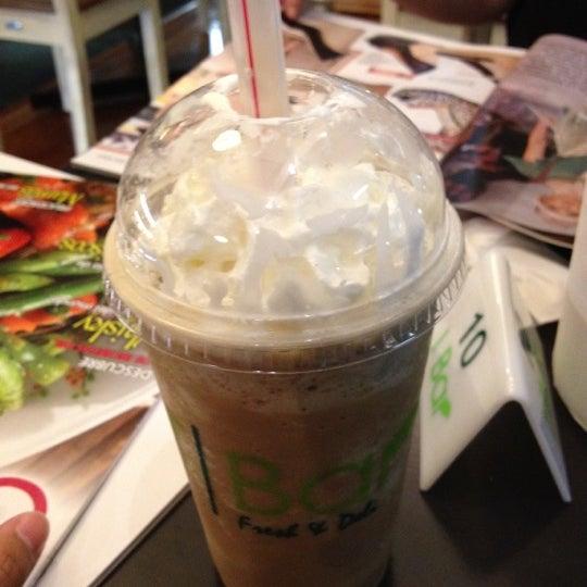 Снимок сделан в T|Bar пользователем Carolina D. 5/28/2012