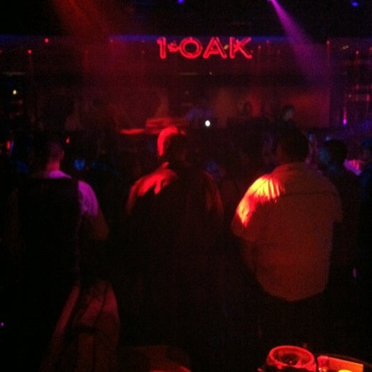 Photo prise au 1 OAK Nightclub par Kayla R. le5/25/2012