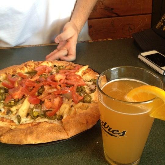 6/24/2012에 Jennifer M.님이 Woodstock's Pizza에서 찍은 사진