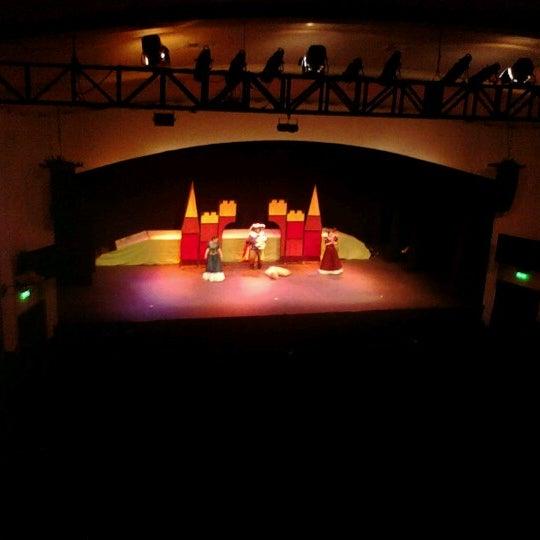 Foto diambil di Teatro Nescafé de las Artes oleh Rosyta H. pada 8/20/2012
