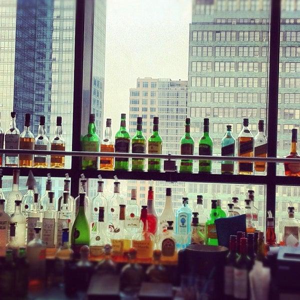 Снимок сделан в Sky Room пользователем Brennen F. 5/27/2012
