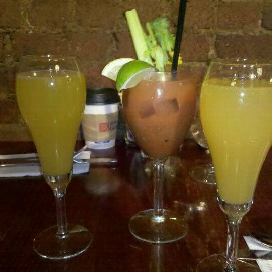 รูปภาพถ่ายที่ Cupping Room Cafe โดย Lindsey L. เมื่อ 1/29/2012