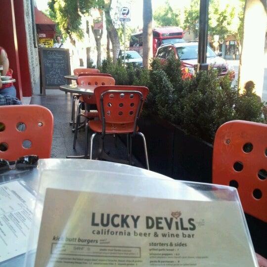Снимок сделан в Lucky's Tavern пользователем Christy L. 8/27/2012