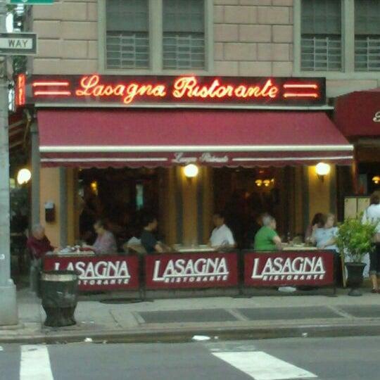 Das Foto wurde bei Lasagna Restaurant von patrick m. am 9/10/2011 aufgenommen