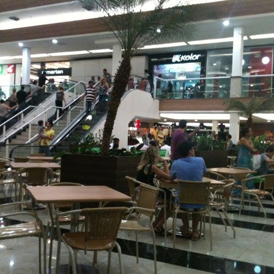 O Shopping vem melhorando cada vez mais com suas reformas, e a praça de alimentação esta muito bonita, vale a pena.