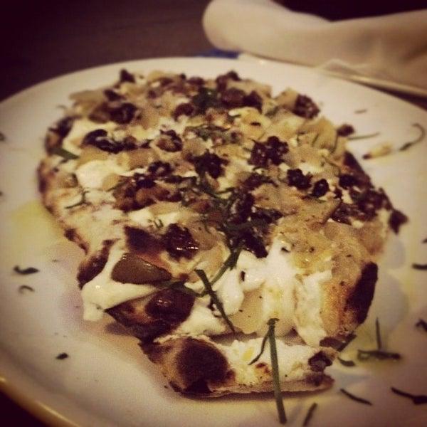 5/2/2012にDavaish S.がThe Tangled Vine Wine Bar & Kitchenで撮った写真