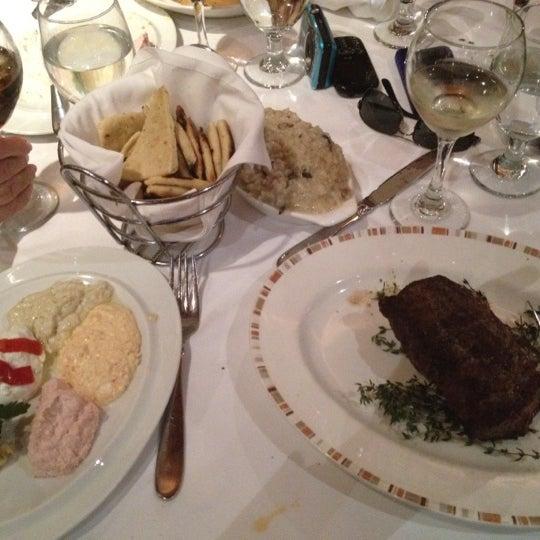 รูปภาพถ่ายที่ Kellari Taverna NY โดย Lee C. เมื่อ 4/15/2012